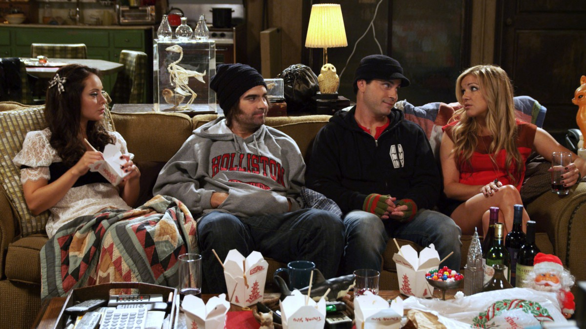 Holliston-Christmas-special-whole-cast