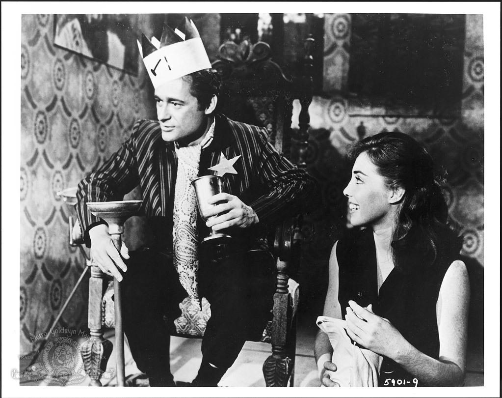 still-of-dick-miller-in-a-bucket-of-blood-(1959)-large-picture (1)