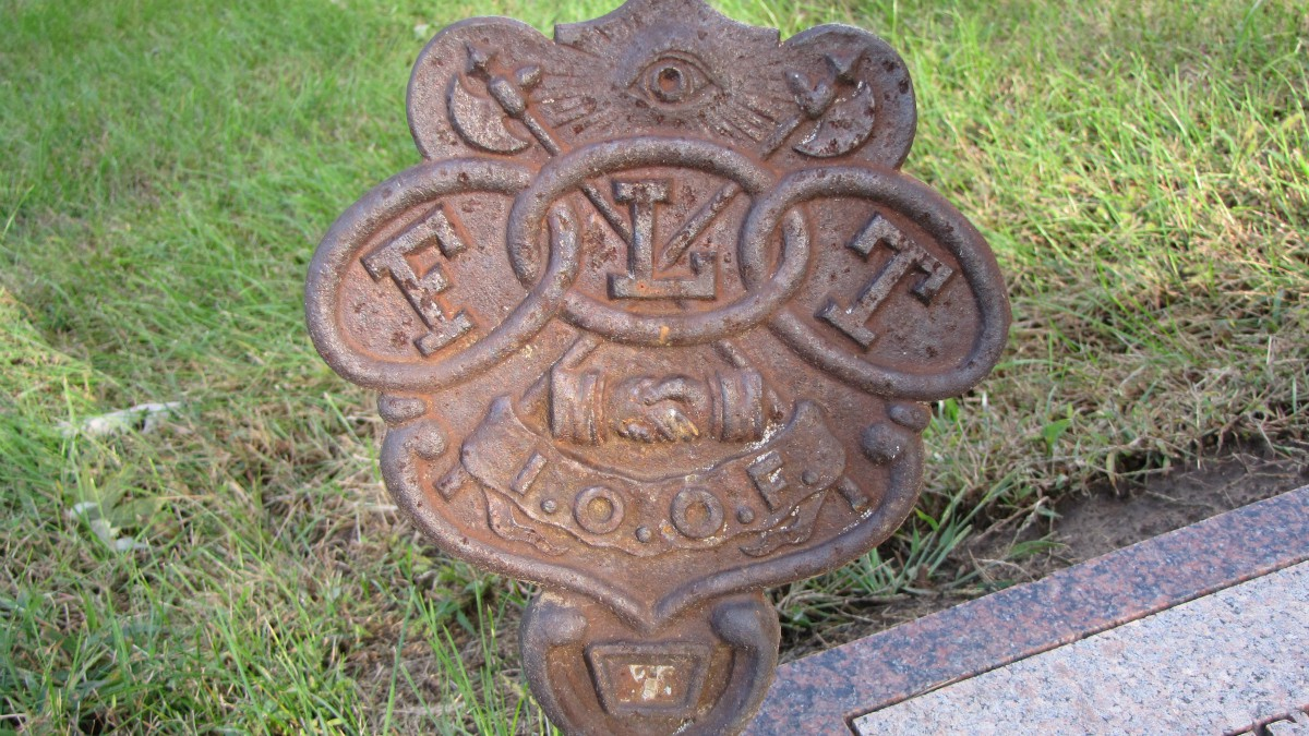 Here are 10 more gravestone symbols deciphered the 13th floor the odd fellows biocorpaavc Image collections