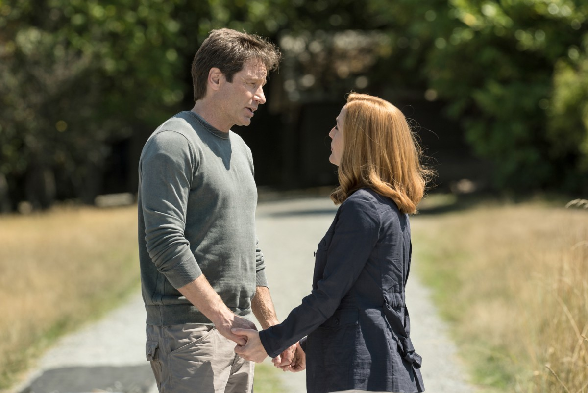 """THE X-FILES: L-R: David Duchovny and Gillian Anderson in the """"Babylon"""" episode of THE X-FILES airing Monday, Feb. 15 (8:00-9:00 PM ET/PT) on FOX. ©2016 Fox Broadcasting Co. Cr: Ed Araquel/FOX"""