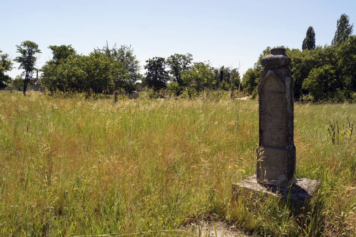 a monument to the old cemetery