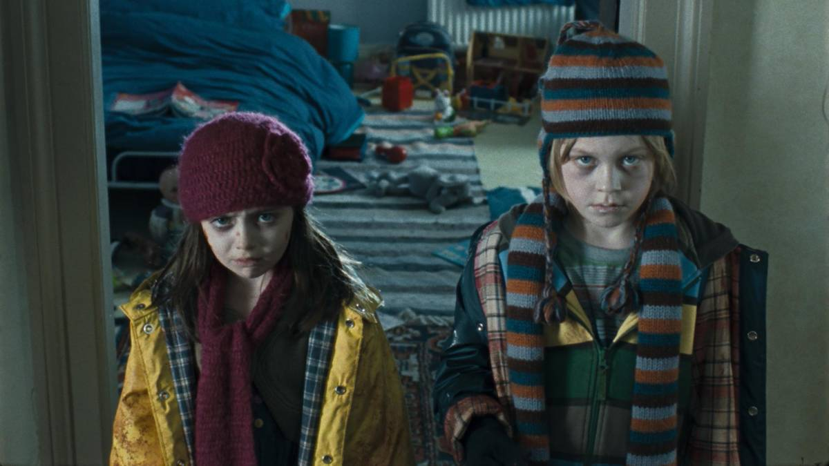 still-of-eva-sayer-and-jake-hathaway-in-the-children-2008