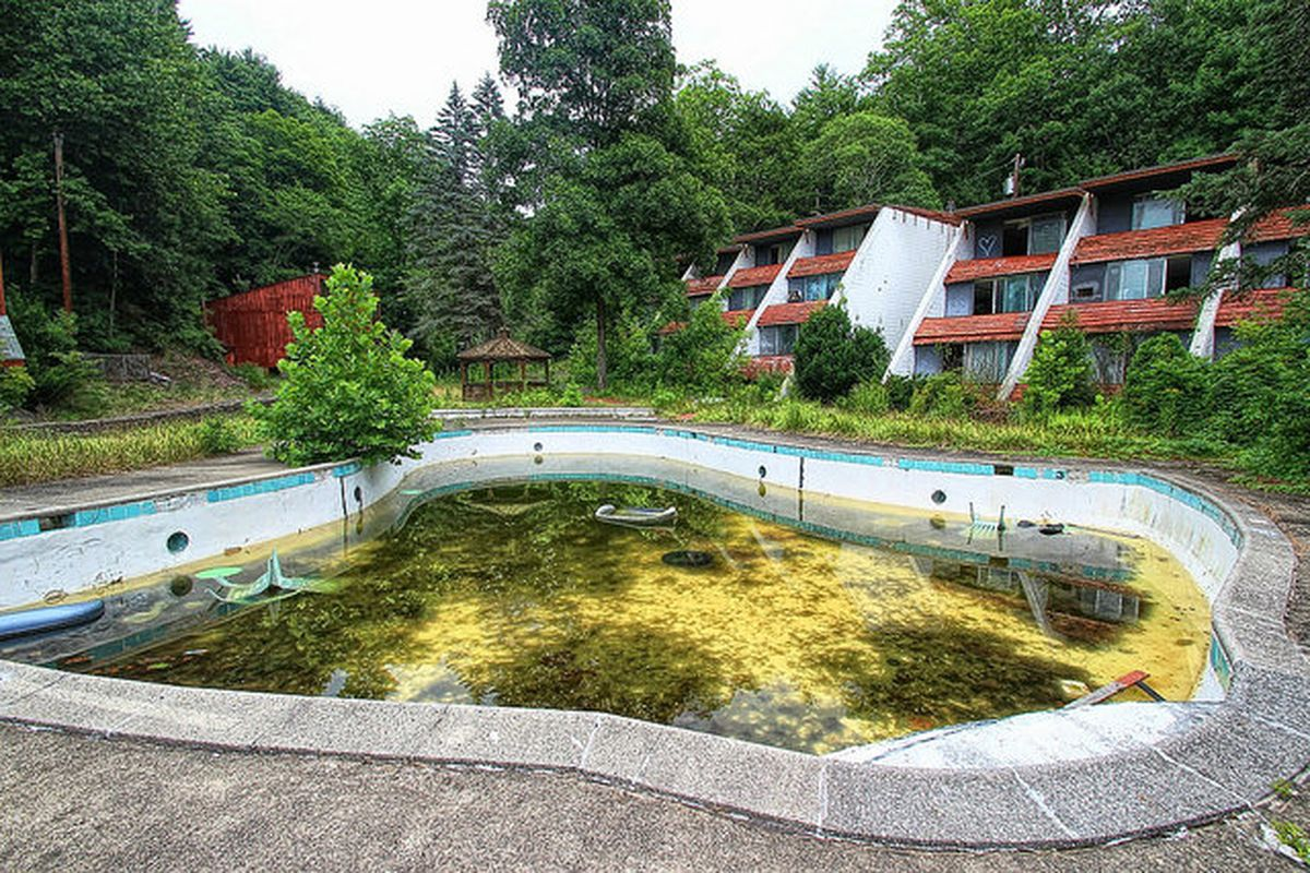 The Doomed Swingers Paradise Of Pennsylvanias Penn Hills Resort Blumhouse