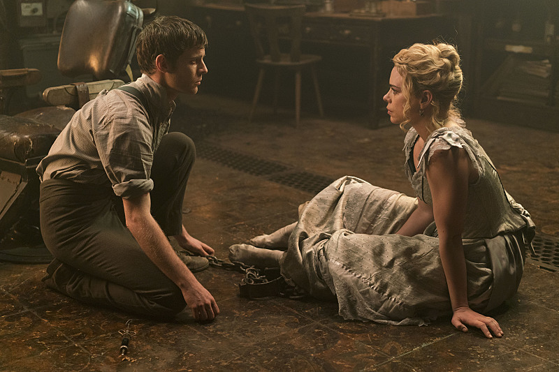 Harry Treadaway as Dr. Victor Frankenstein and Billie Piper as Lily in Penny Dreadful (season 3, episode 8). - Photo: Jonathan Hession/SHOWTIME - Photo ID: PennyDreadful_308_1472