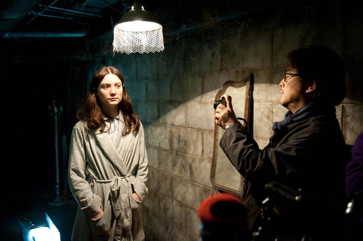 chan-wook-park-and-mia-wasikowska-in-stoker