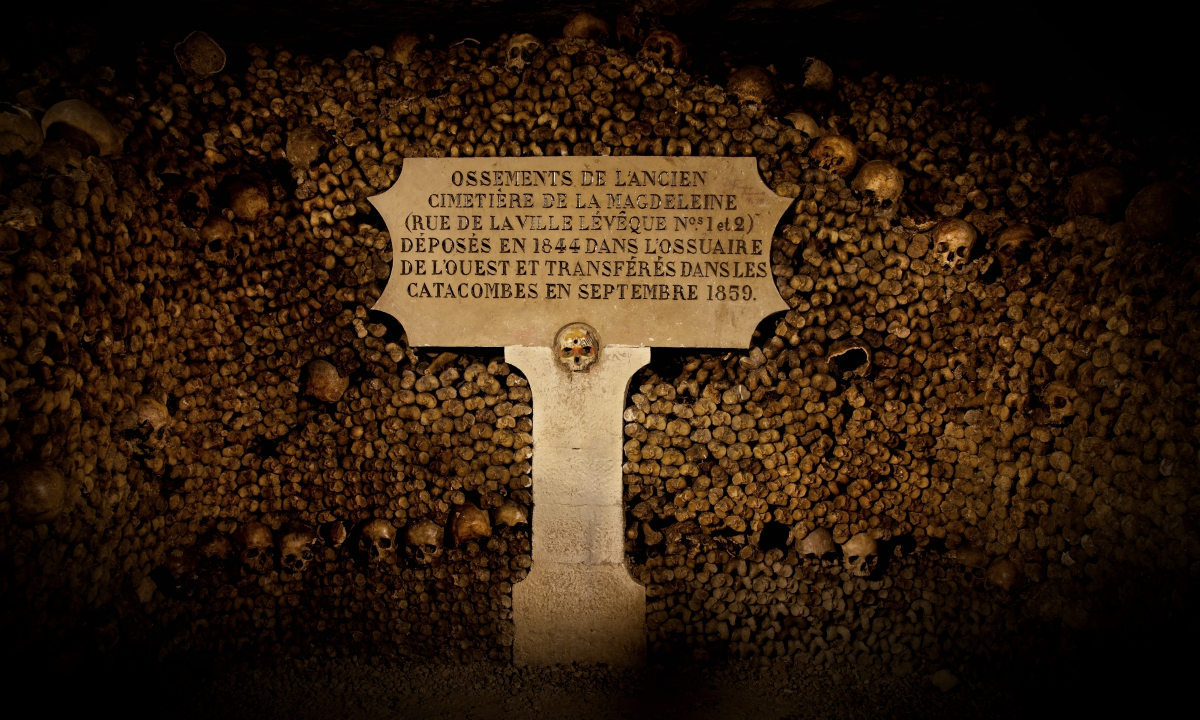 """The Creepy Story Behind the Infamous """"Lost in the Catacombs"""